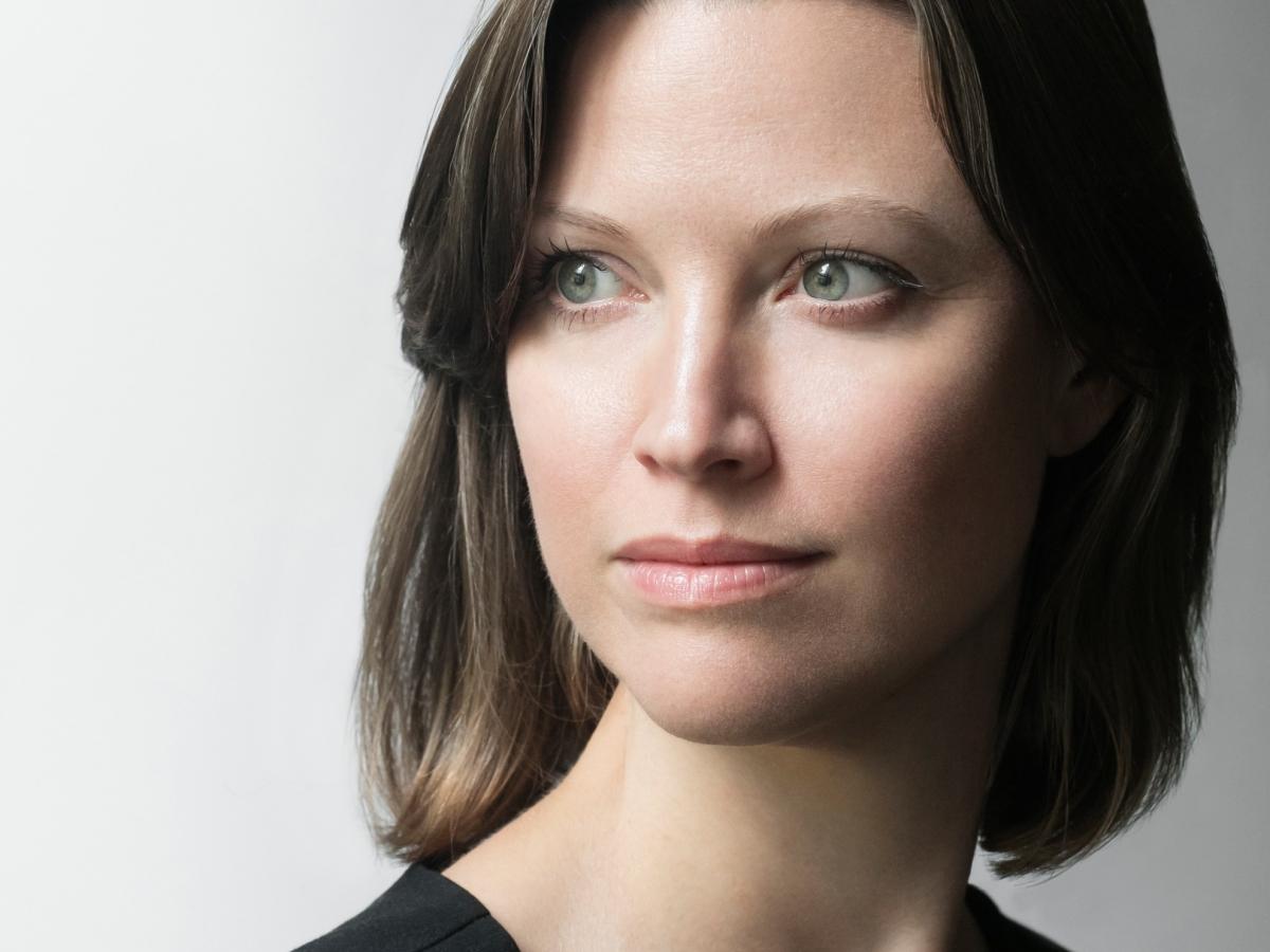 Headshot portrait of author Tana Wojczuk.