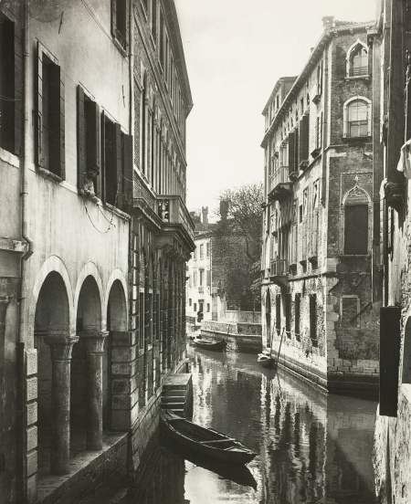 Rio di San Canciano in Venice, taken between 1860 and 1918.