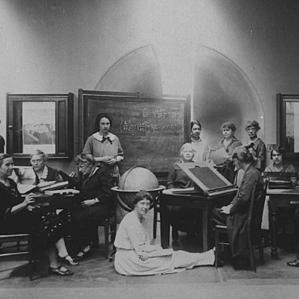 Harvard Computers and Radcliffe students in 1925
